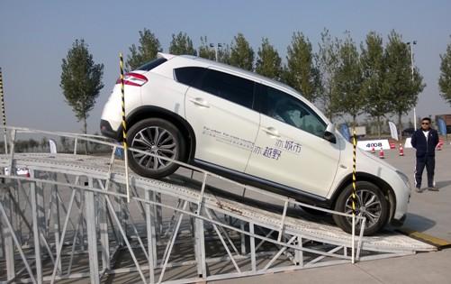 """""""亦城市亦越野""""进口标致SUV4008全国试乘试驾活动目前在全国多个城市巡回展开。标致4008自上市以来,连续刷新的单月销量已经印证了中国消费者对标致品牌首款SUV车型的热爱。无论出于外观内饰还是动力性能方面考虑,标致4008车型匠心独具的优雅动感气质和精工打造的卓越进口品质都能满足消费者的多样化需求。本次试驾活动是进口标致4008对越野多路况的趣味诠释。整个试驾活动通过Off-road和On-road两个部分,不仅能让你感受到标致4008的卓越操控性能,还能尽情享受到纯粹极致的驾"""