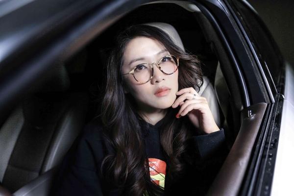 车里的美女生活照