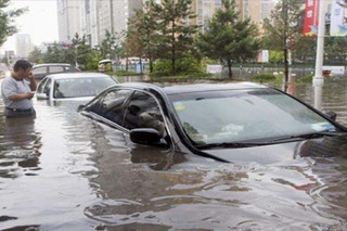 """拒绝""""7·21""""这9招让你开车不惧暴雨"""