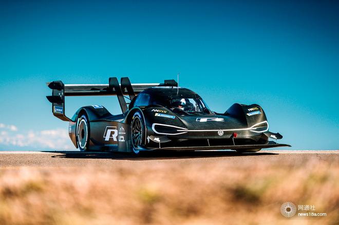"""【2018年6月5日,沃尔夫斯堡/07s"""">北京】日前,I.D. R Pikes Peak在美国科罗拉多州完成了2018年派克峰国际挑战赛的首次试车,这款纯电动赛车的性能表现给车手Romain Dumas留下了深刻的印象。由于通往海拔4302米终点的赛道是一段开放道路,大众汽车赛车运动车队仅有3小时的试车时间。为准备下一阶段的试车和6月24日的比赛,大众汽车赛车运动车队还在科罗拉多州建立了永久性基地。 大众汽车赛车运动车队总监Sven Smeets先生表示:""""从科罗拉多州传来的消息是非"""