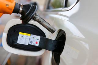 油价6月25日24时起下调 92号汽油售6.66元/升